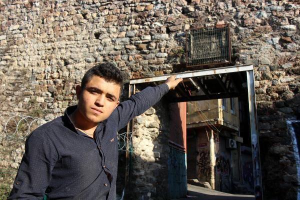 Galata daki Cenova Arması demir korkulukla çevrildi #4