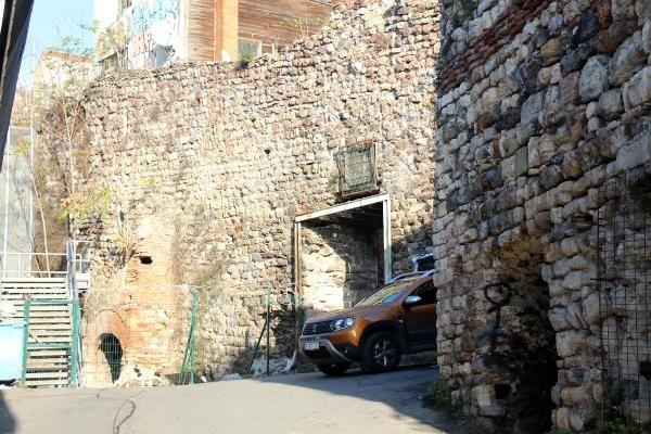 Galata daki Cenova Arması demir korkulukla çevrildi #5