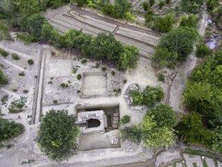 Stadyum yapılacak alanda 2 bin yıllık mezar bulundu